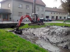 Čištění koryta potoka - 4. 4. 2014