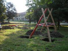 Stavba dětského hřiště - srpen 2013