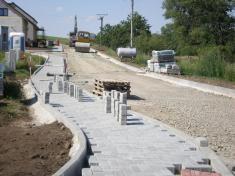 budování chodníků naZáhumenské - 2.8.2012