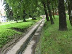 Vyčištěné koryto potoka - květen 2011