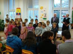 Děti zezákladní školy přivystoupení
