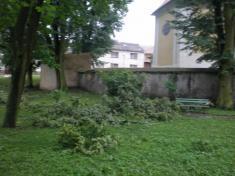 Následky vichřice z12. června 2010- park ukostela
