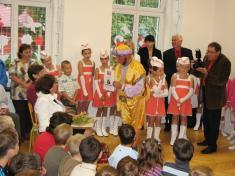 Divadelní spolek Větřák pobavil paní Livii představením vtureckých kostýmech avystoupením břišních tanečnic.