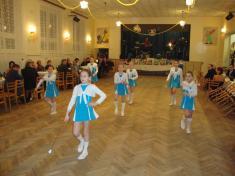 Obecní ples 16.ledna 2010- vystoupení mažoretek ZŠ Pivín