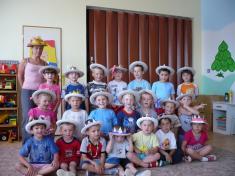 Kloboukové odpoledne naškolní zahradě MŠ