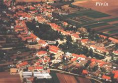 Obec Pivín - celkový pohled - květen 1995